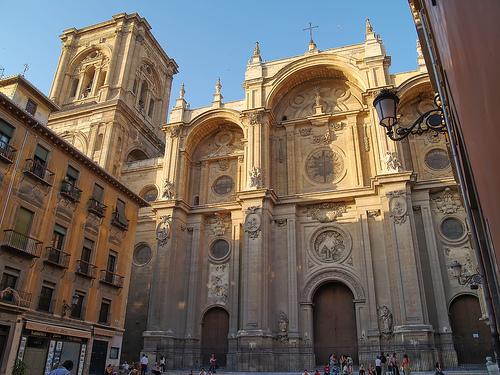 La imagen tiene un atributo ALT vacío; su nombre de archivo es catedral-granada.jpg